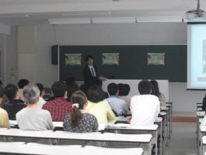 小林教授の説明に聴き入る参加者