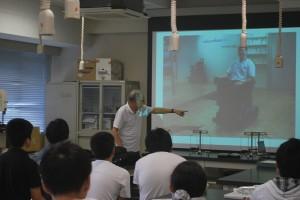 2_ロボコンについて語る清水先生